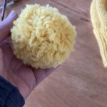 How to make a pompom on hands